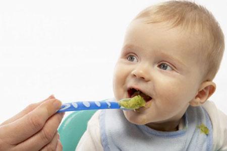 bebek-beslenmesi-kaşık