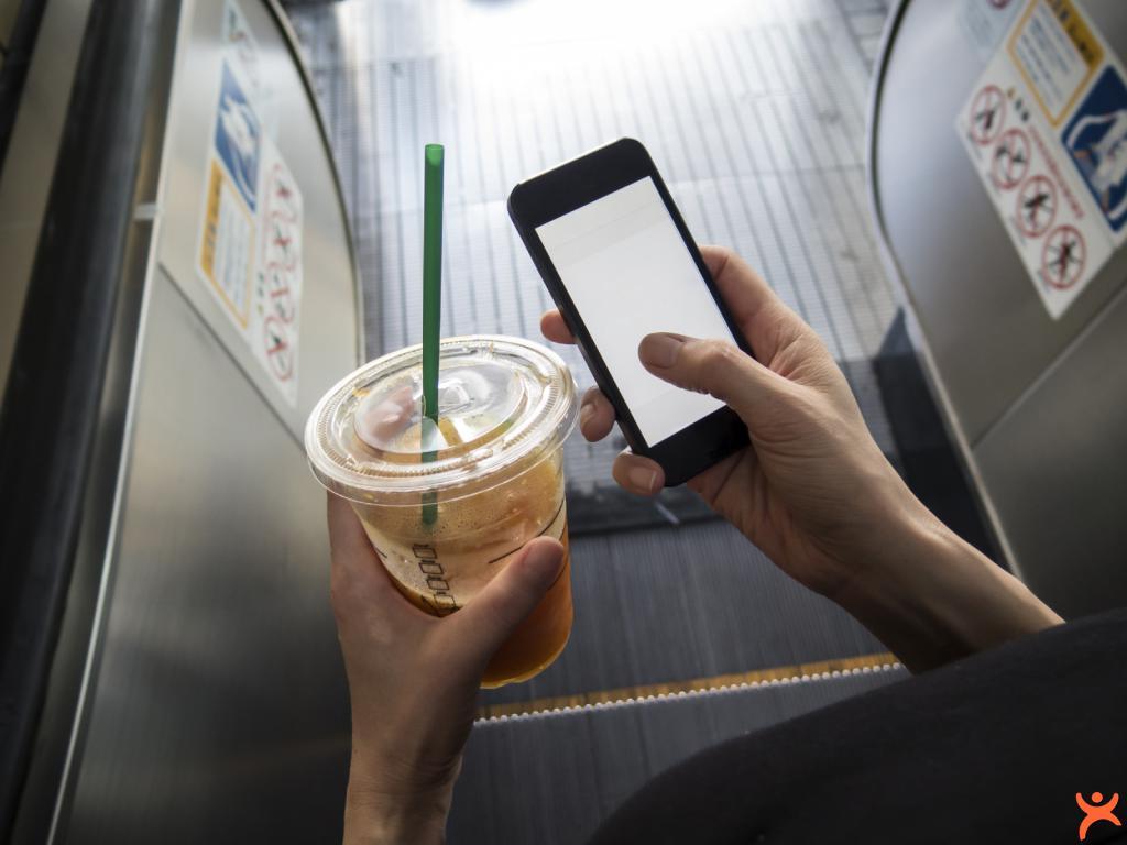 Asansörde Cep Telefonuyla Konuşuyorsanız DİKKAT!