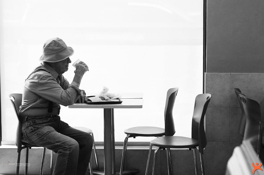 Yalnız Yemek Yiyen Erkekler Dikkat!
