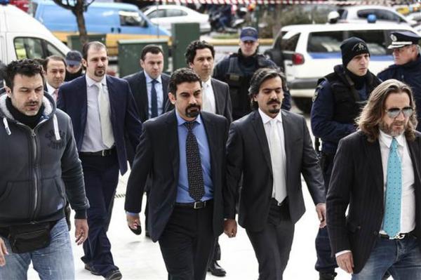 Yunanistan, iltica talebiyle kendilerine sığınan 8 darbeci askeri iade etmeyeceği yönünde karar verdi. Bu konuda fikriniz nedir?