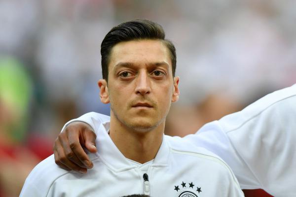 Mesut Özil'in Almanya milli takımını bırakmasını doğru buluyor musunuz?