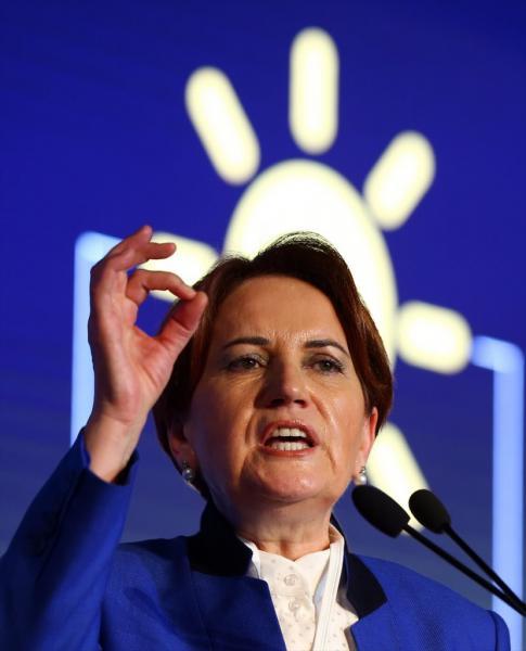 Meral Akşener'in İyi Parti genel başkanlığına geri dönmesini istiyor musunuz?